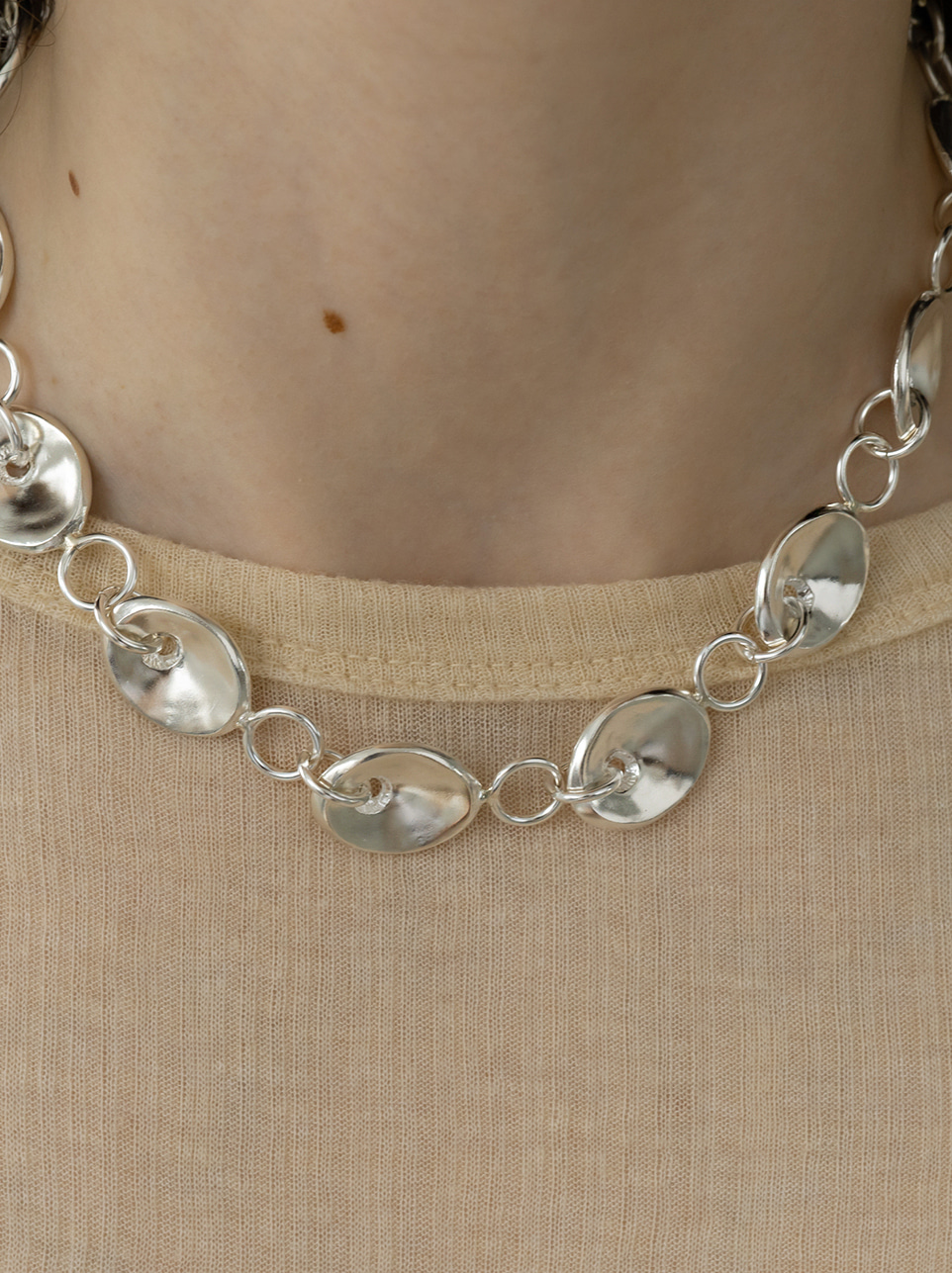Bold mound necklace